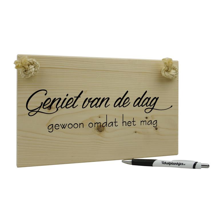 Tekst op hout - geniet van de dag