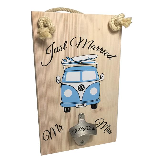 Tekst op hout volkswagen busje t1 huwelijkscadeau