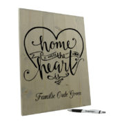 Tekst op hout - home is where the heart is