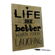 Tekst op hout - life is better when you are laughing