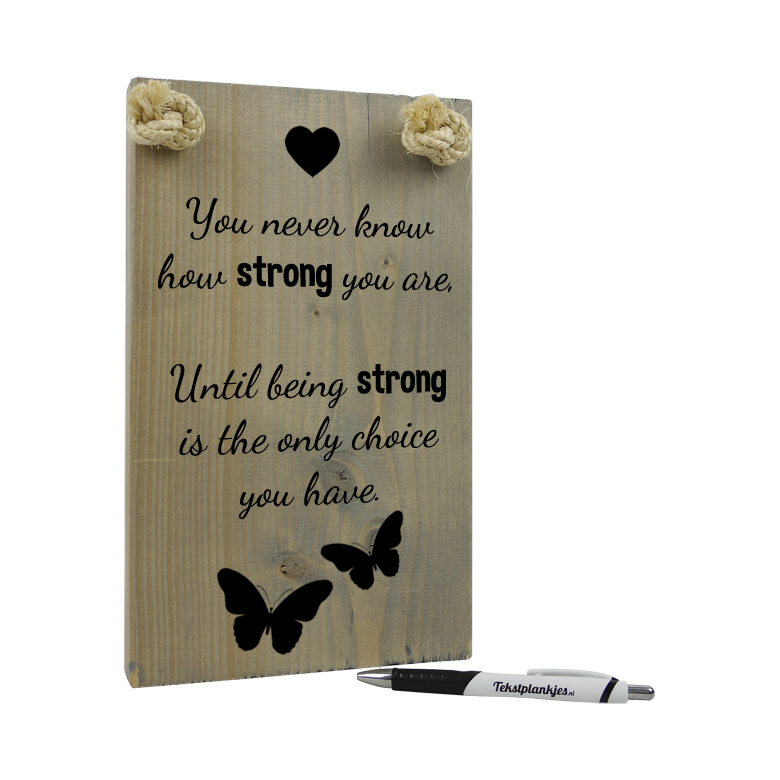 Tekst op hout - you never know how strong you are