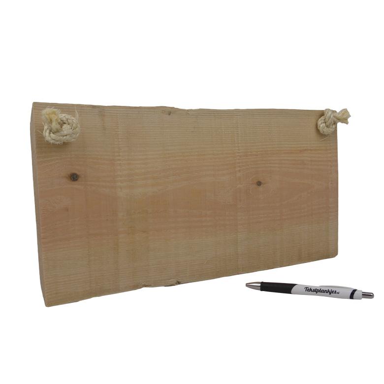 Tekst op boomstam hout liggend met touw