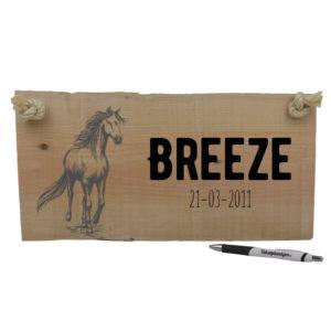 Naam van je paard op hout