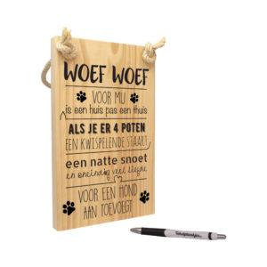 Tekst op hout voor de hond - woef woef