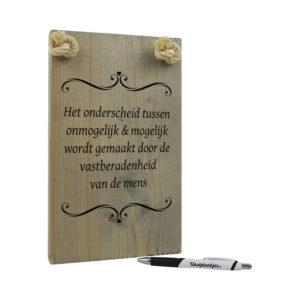 tekst op hout tekstbord - het onderscheid tussen onmogelijk en mogelijk