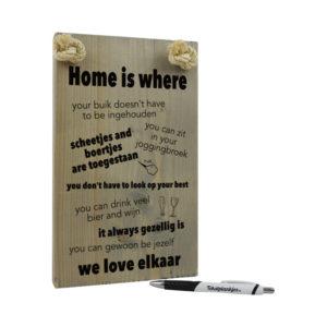 tekst op hout tekstbord - home is where we love elkaar