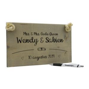 Tekst op hout - huwelijkscadeau trouwplankje - mrs en mrs