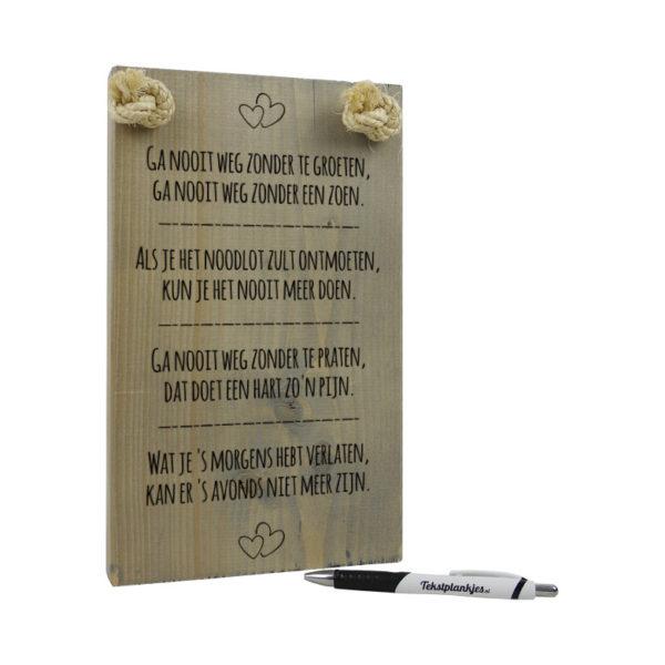 tekst op hout - tekstbord - ga nooit weg zonder te groeten
