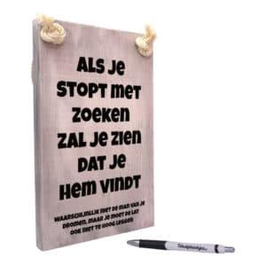 tekst op hout - tekstbord - origineel cadeau voor vrouw - als je stopt met zoeken zal je zien dat je hem vind - man van je dromen