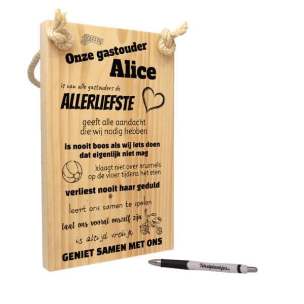 origineel cadeau gastouder - tekst op hout - onze gastouder is van alle gastouders de allerliefste