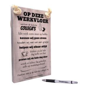 origineel cadeau werk collegas - tekst op hout - tekstbord - op deze werkvloer werken de leukste collega's