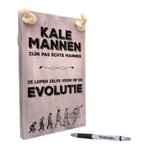 origineel cadeau kale man - grappig cadeau - tekst op hout - kale mannen lopen voor op de evolutie