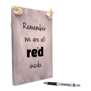 tekstbord -x tekst op hout - remember we are all red inside